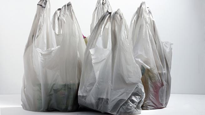 California suspends its plastic bag ban