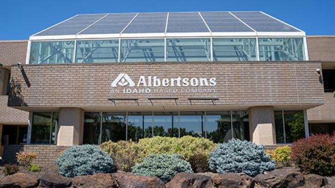 Albertsons Keeps Up Online Sales Surge in Q2